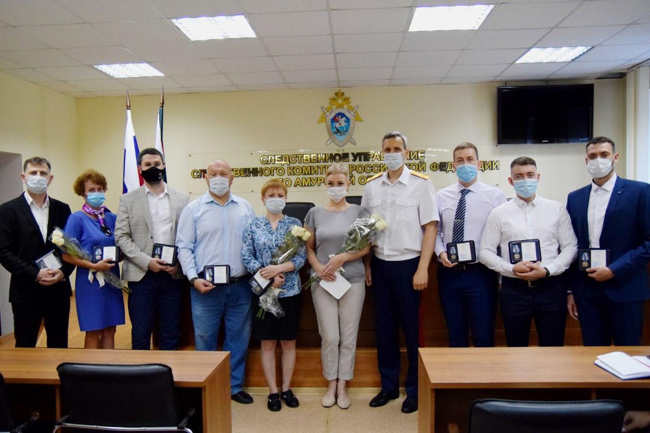 Сотрудников клиники кардиохирургии наградили медалью